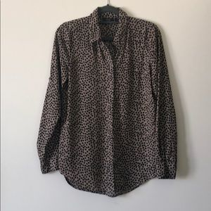 Loose fitting bottom down blouse